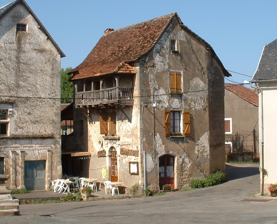 Maisons & demeures - Anglars - Vieilles demeures (bourg) - Vielle demeure abritant une auberge à Anglars (bourg)