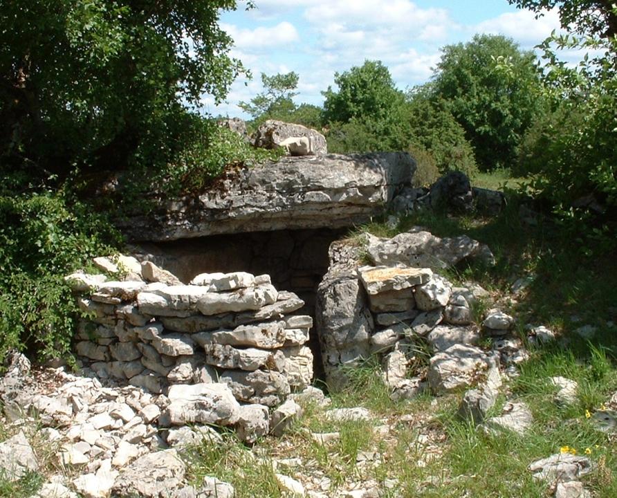 Dolmens & menhirs - Assier - Dolmen de Garivals - -