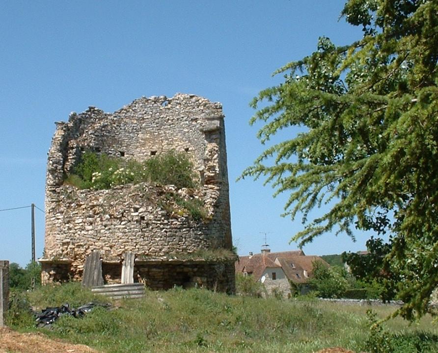 Garde-Pile - Le Bastit - Ruine d'une tour dimière -