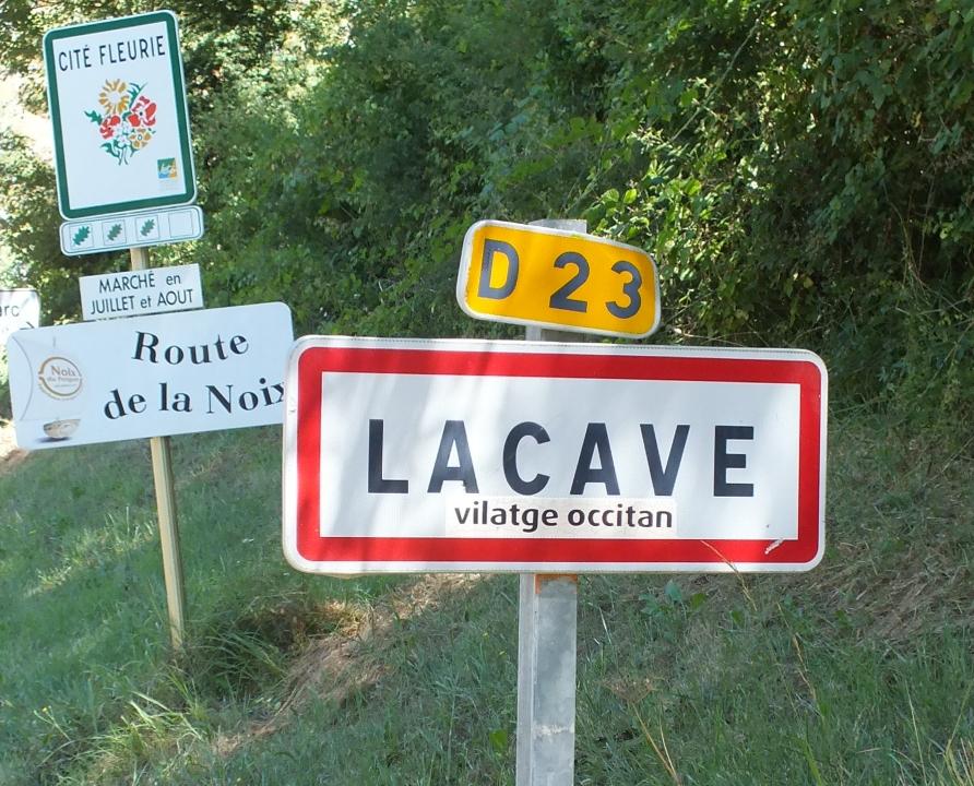 Communes - Lacave - - - Panneau du village de Lacave