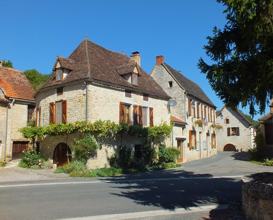 Circuits randonnée pédestre - Saint-Chamarand - Chemin de la Fontaine de Peyrebru - 16km (le bourg de Saint-Chamarrand)