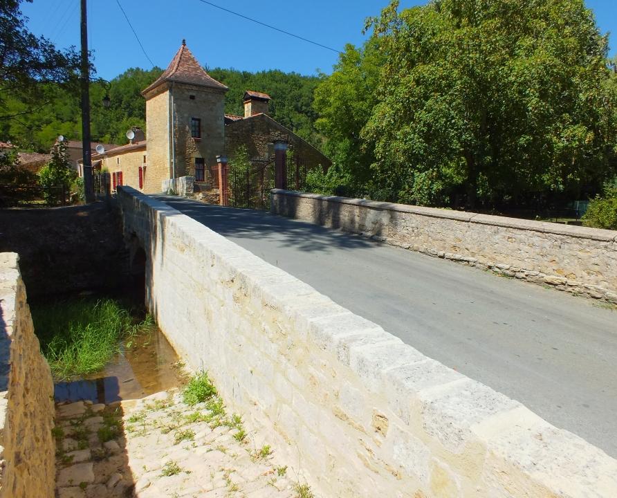 Circuits randonnée pédestre - Saint-Martin-le-Redon - Circuit du Château de Bonaguil - 11km (Pont sur La Thèze à Saint-Martin-le-Redon)