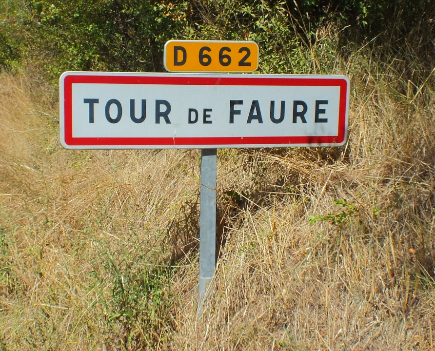 Panneau du village de Tour-de-Faure