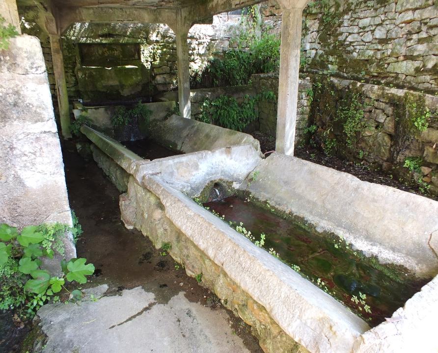 Lavoirs - Faycelles - Le lavoir de la Fontaine des Carbes -