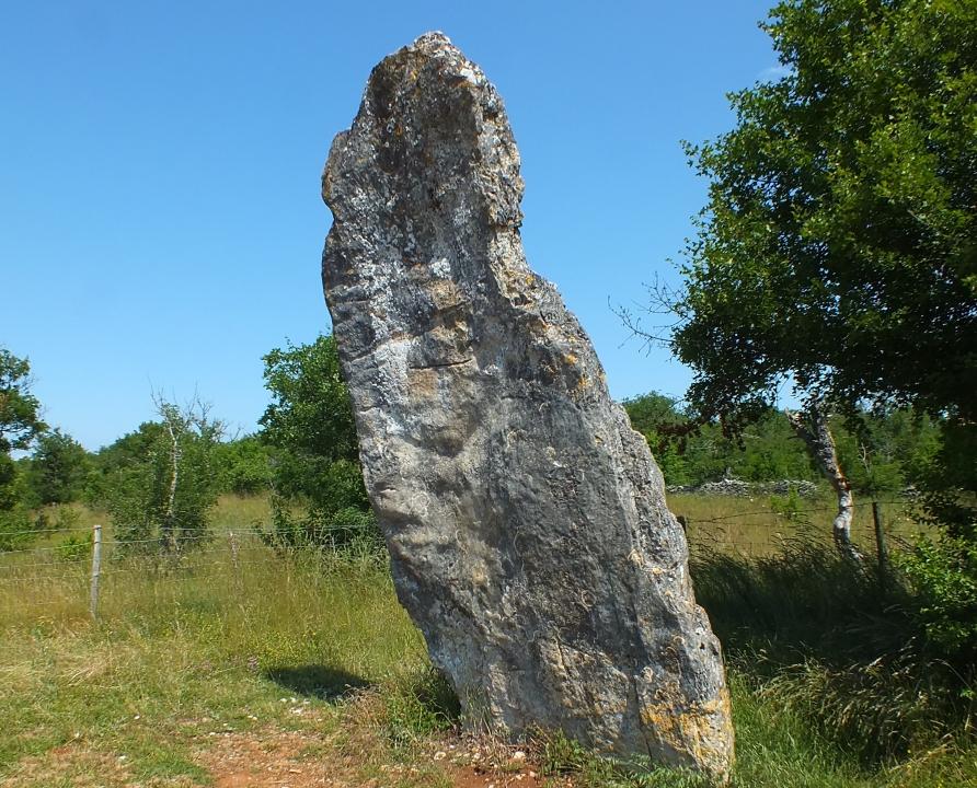 Dolmens & menhirs - Livernon - Menhir de Bélinac -