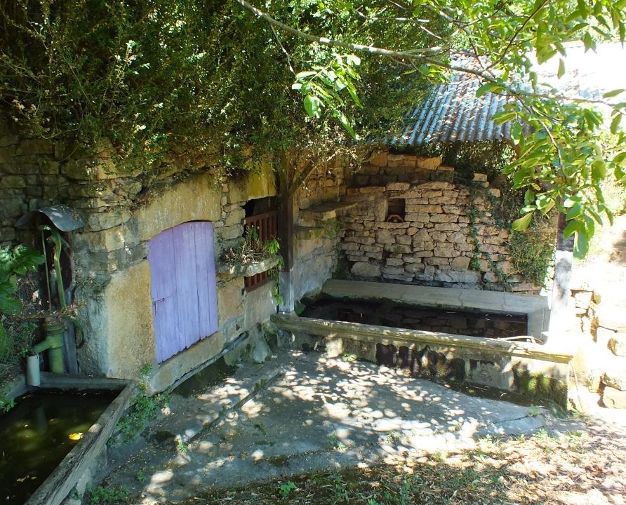 Lavoirs - Lunan - Lavoir de la fontaine La Contie -