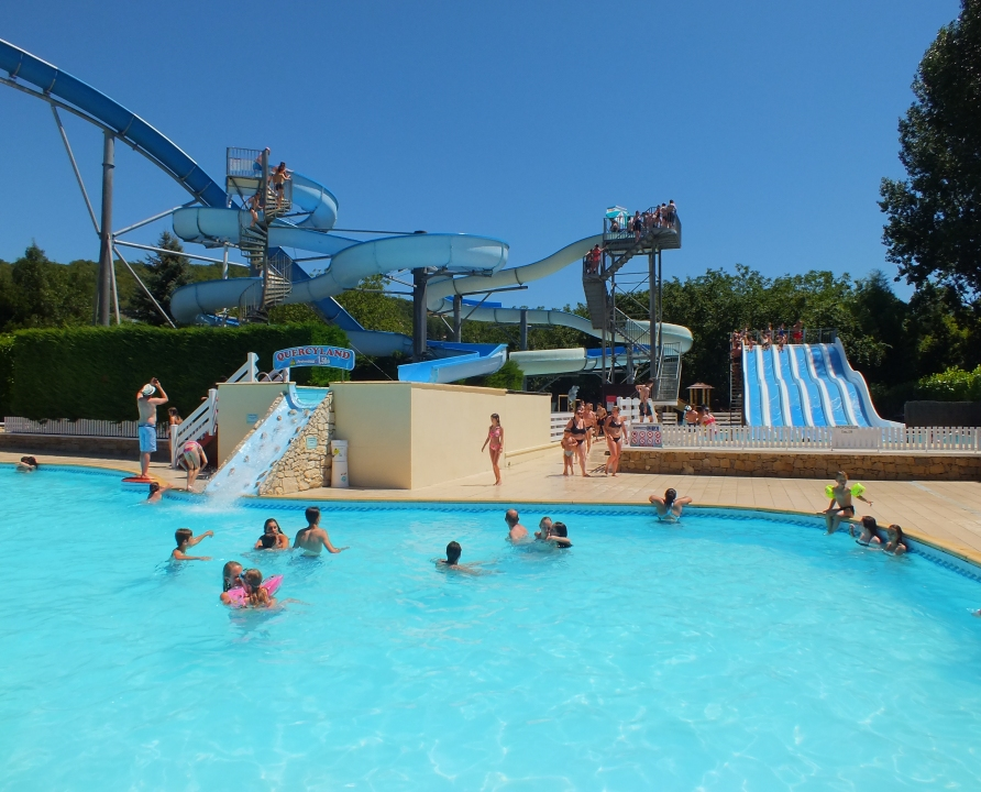 Souillac le parc aquatique quercyland lot 46 for Cash piscine cahors