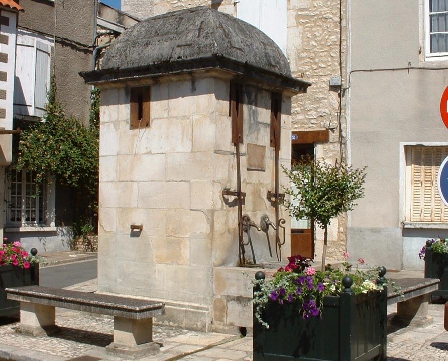Fontaines & Puits - Souillac - Puits fontaine (Place du puits) -