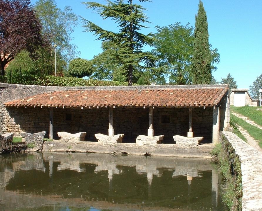 Lavoirs - Varaire - Lavoir communal (bourg) -