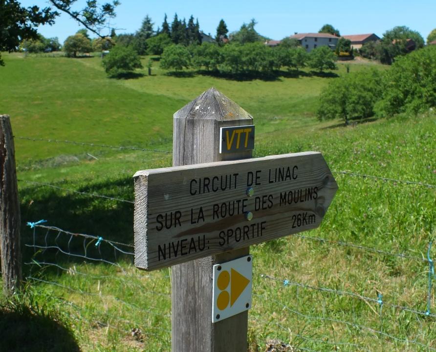 Circuits VTT - Linac - Circuit de Linac, sur la Route des Moulins - 26km (Balise du bourg)