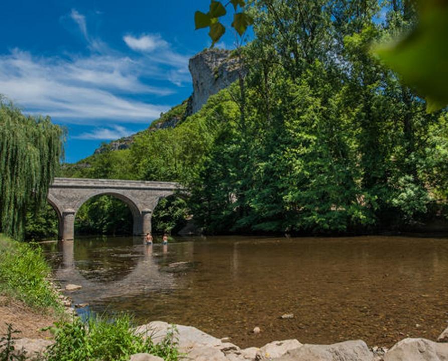 Baignade en eau douce - Brengues - Baignade dans le Célé près du camping municipal (bourg) -