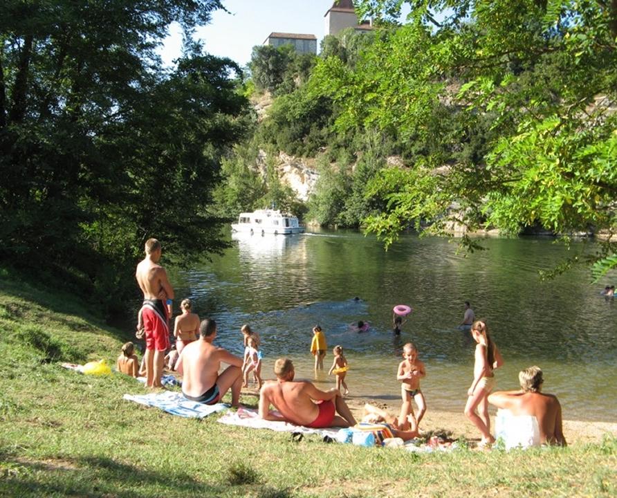 Baignade en eau douce - Douelle - Baignade d'Antinéa sur le Lot -