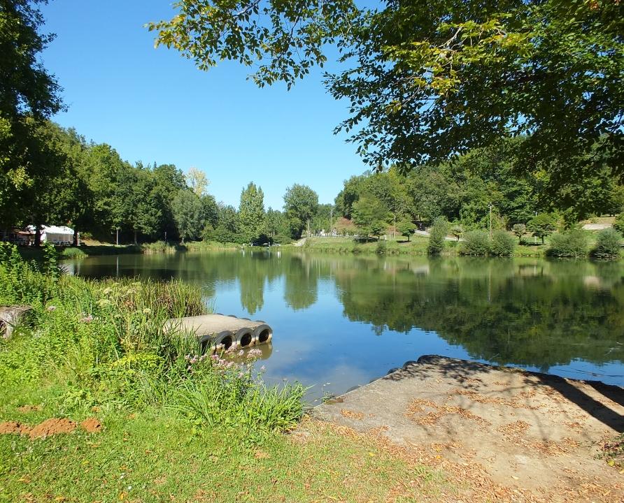 Baignade en eau douce - Frayssinet-le-gelat - Plan d'eau du moulin bas -