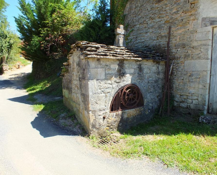 Fontaines & Puits - Lavergne - Le puits de Larroque -