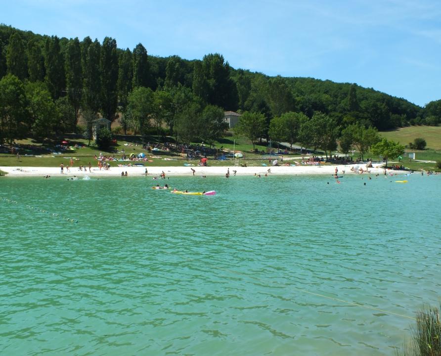 Baignade en eau douce - Montcuq (Montcuq-en-Quercy-Blanc) - Plan d'eau de Saint-Sernin -