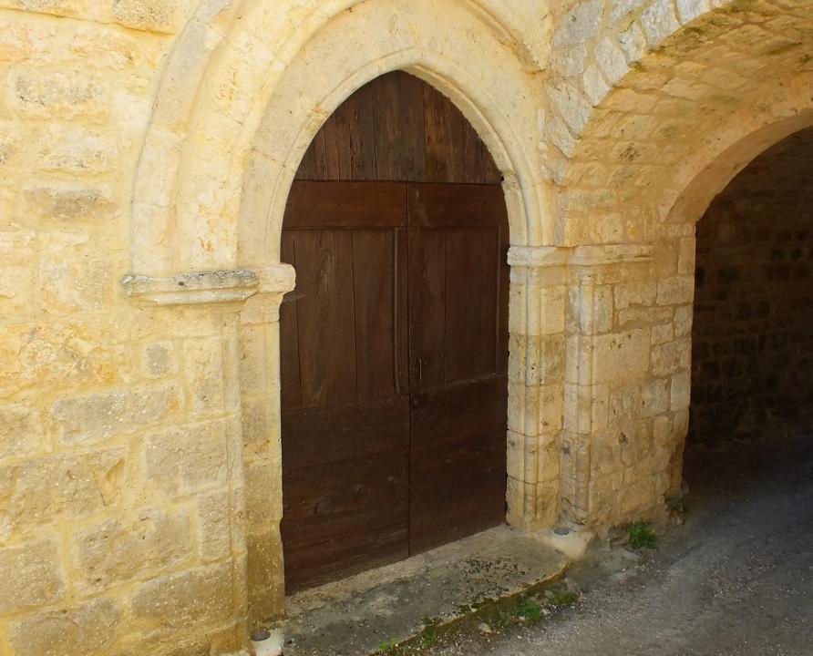 Églises & Abbayes - Bélaye - Vestige de l'église Saint-Catherine -