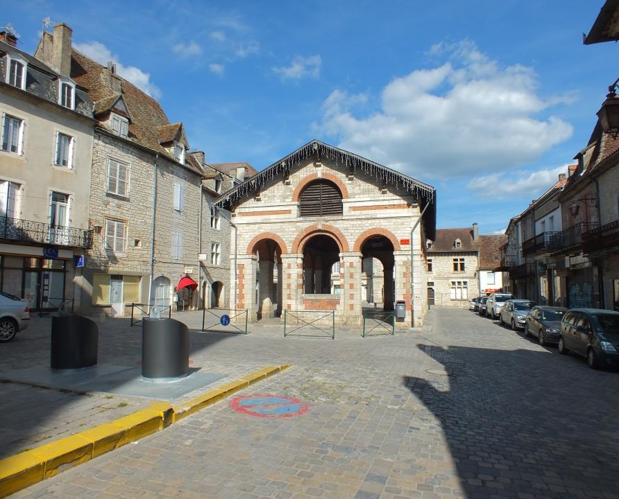 Rues & Ruelles - Gramat - Place de la Halle -