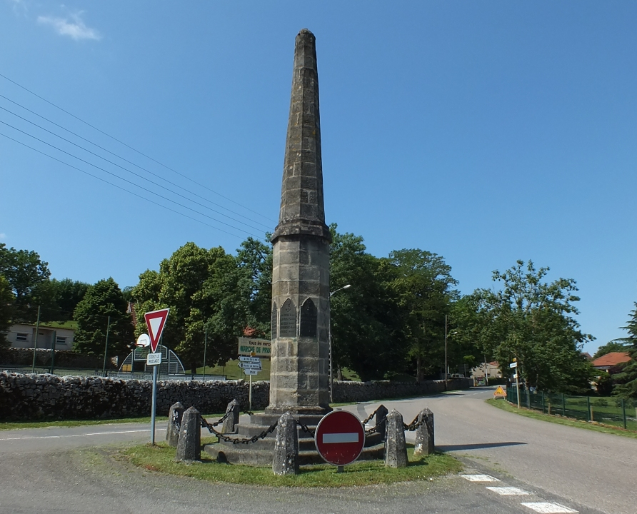 Monuments - Livernon - Aiguille (monument aux morts) -