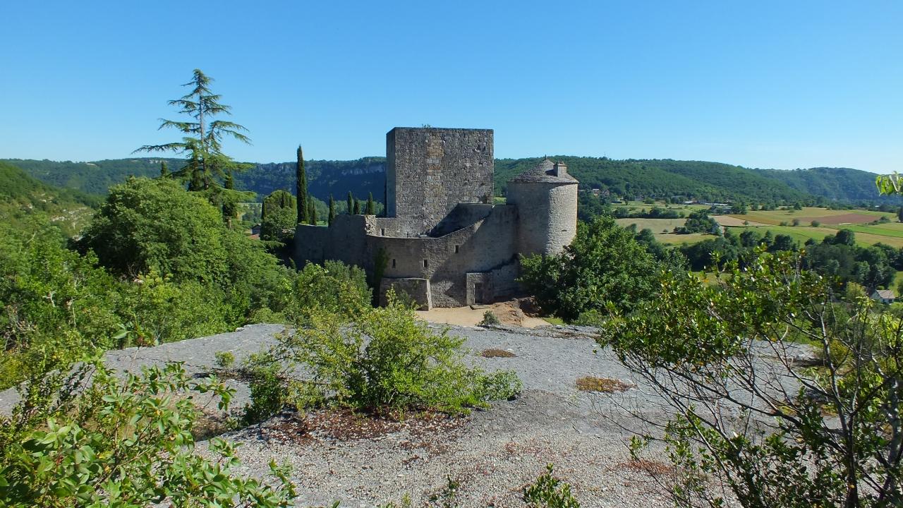Points de vue - Montbrun - Point du vue sur le château depuis le belvédère -