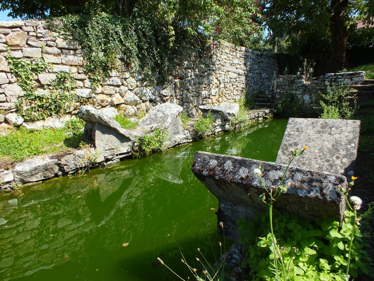 Lavoirs - Puyjourdes - Le lavoir & son lac de Saint-Namphaise (bourg) -