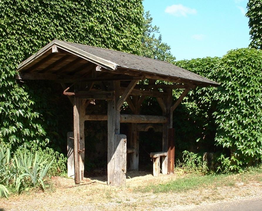 Outils du Passé - Baladou - Travail à ferrer (bourg) -