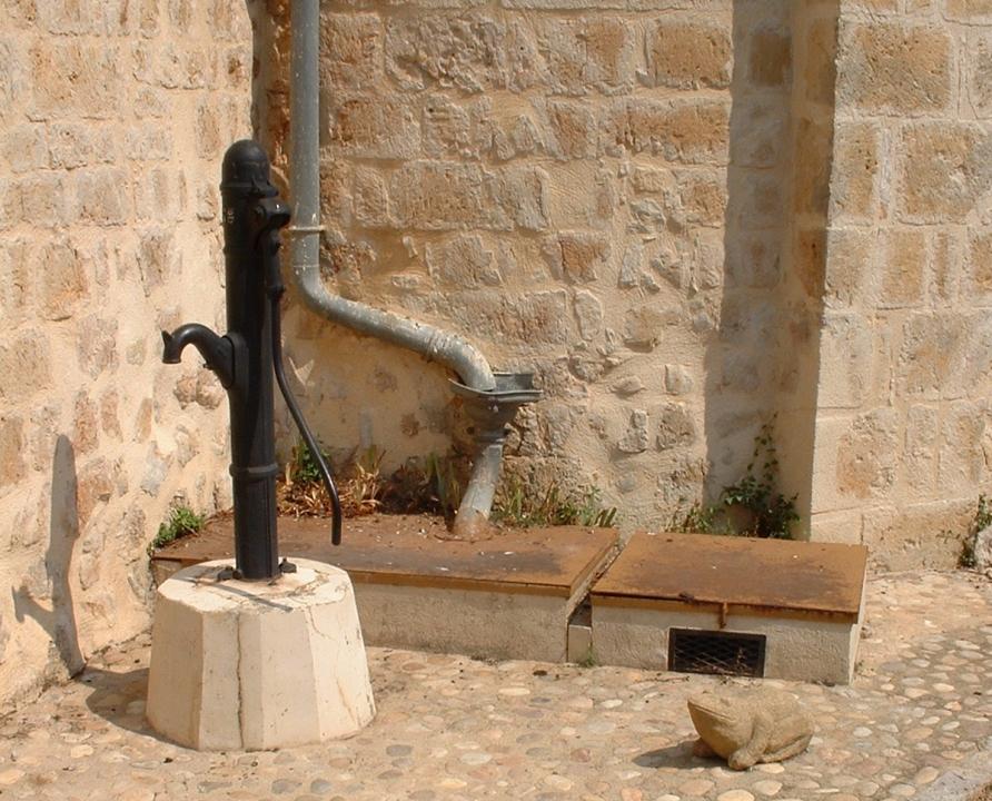 Fontaines & Puits - Beaumat (Cœur de Causse) - La fontaine de l'église (bourg) -