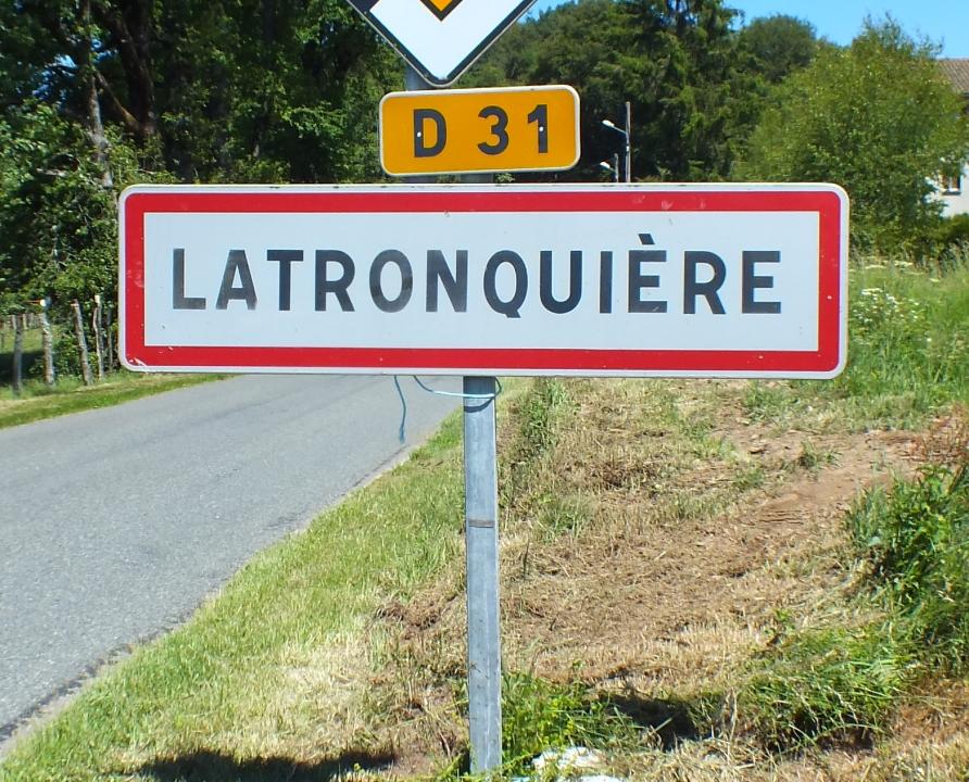 Communes - Latronquière - - Panneau du village de Latronquière