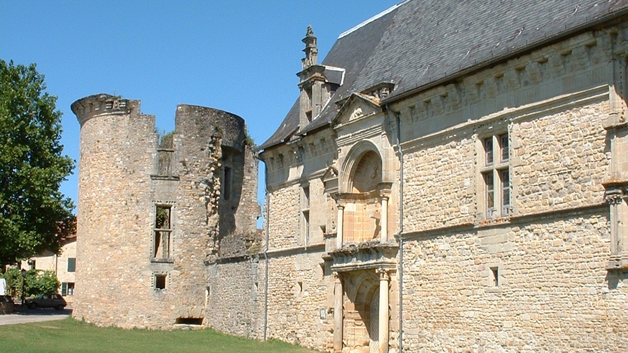 Châteaux & Fortifications - Assier - Château (bourg) - -