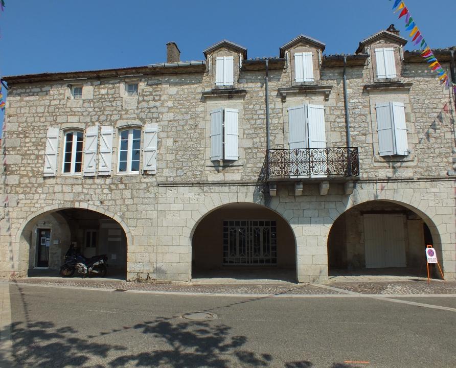 Demeures & Manoirs - Castelnau-Montratier (Castelnau Montratier-Sainte Alauzie) - Belles demeures (Place Gambetta) -
