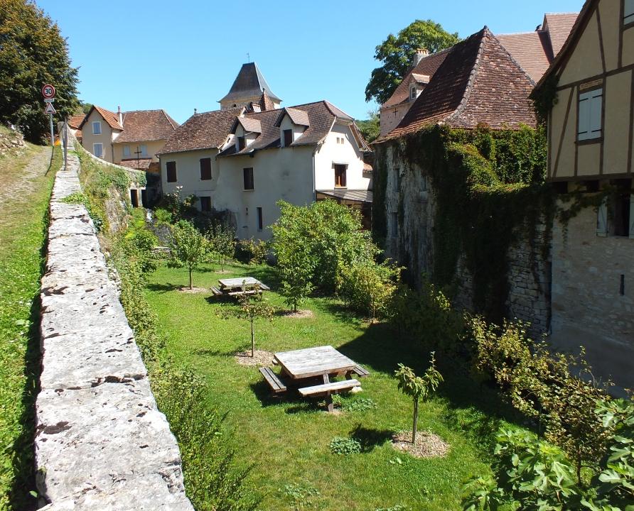 Aire de jeux & de repos - Corn - Aire de repos (bourg) -