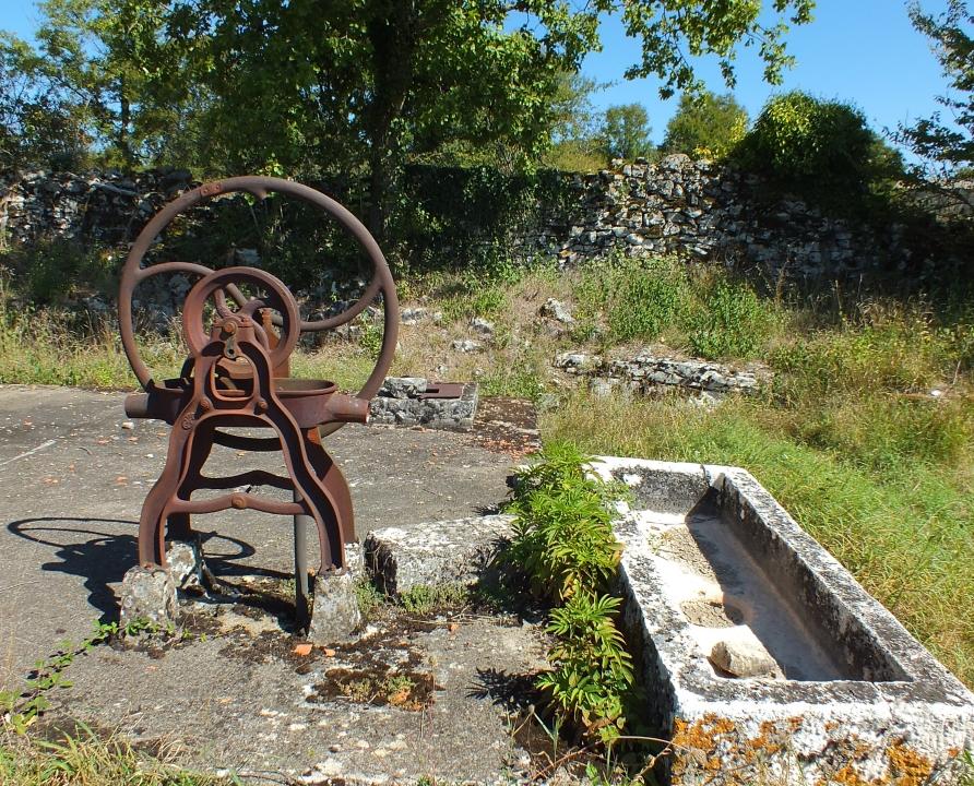 Fontaines & Puits - Corn - La fontaine de Cornillou -