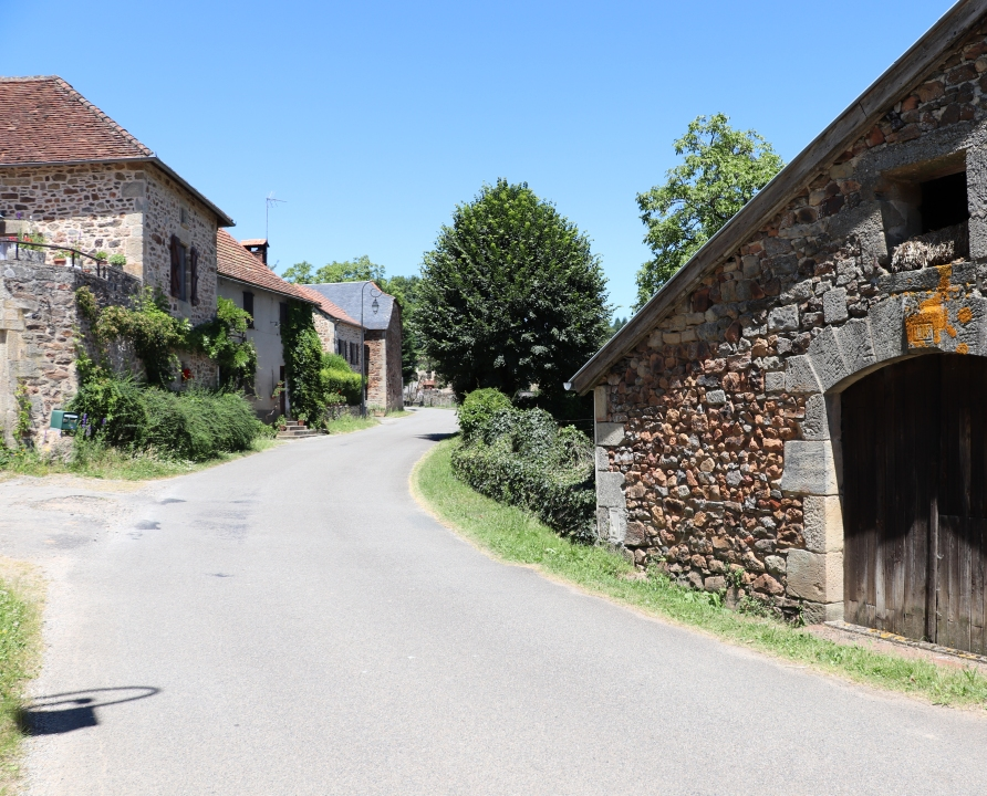 Rues & Ruelles - Saint-Bressou - Dans les rues du bourg -
