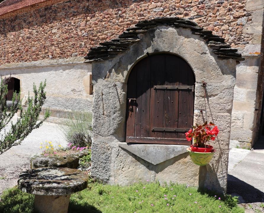 Fontaines & Puits - Saint-Bressou - Puits du bourg -