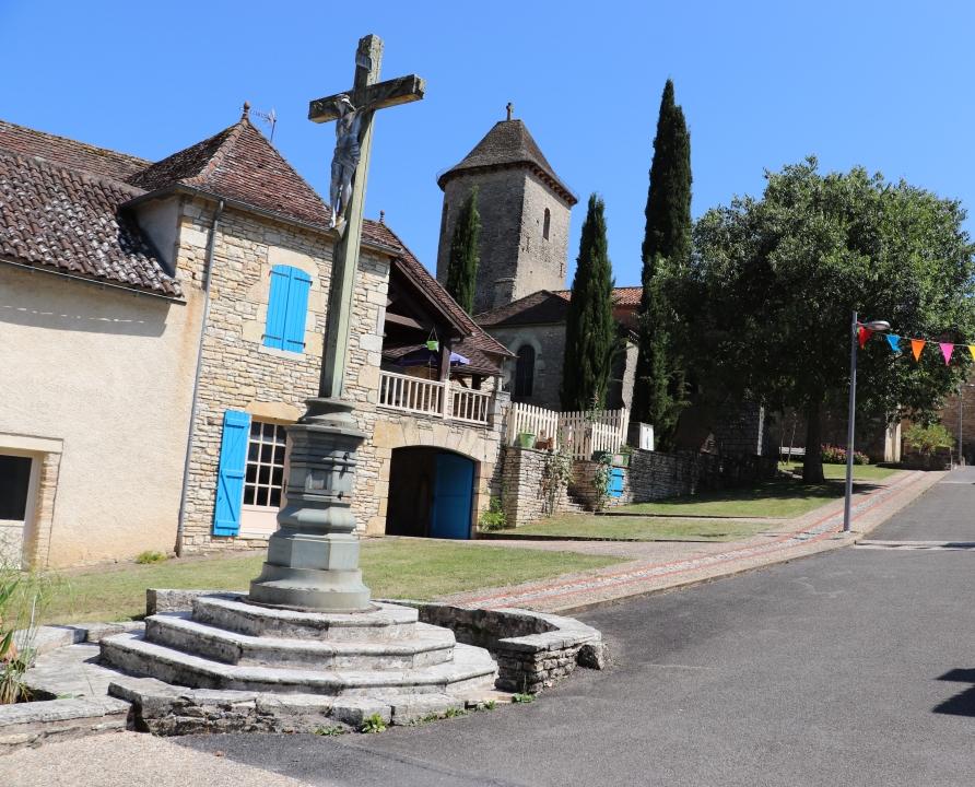 Croix de Chemin & Calvaires - Nuzéjouls - Calvaire (bourg) -