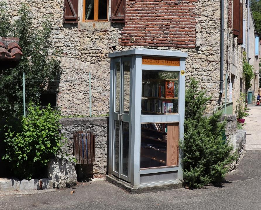 Outils du Passé - Saint-Vincent-Rive d'Olt - Ancienne cabine téléphonique (bourg) -