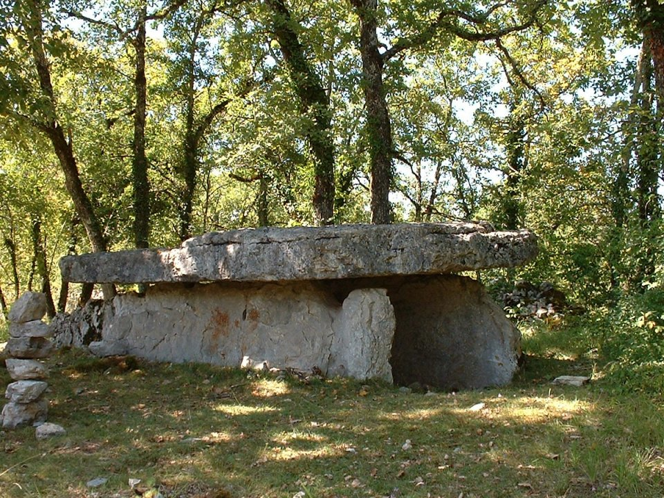 Dolmen de la Table Roux à Assier dans le Lot