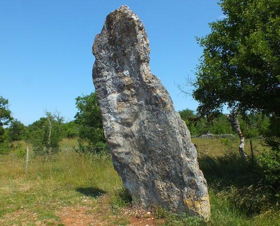 Menhir de Bélinac à Livernon