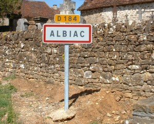 Panneau du village d'Albiac