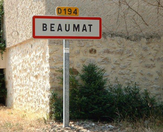 Panneau du village de Beaumat