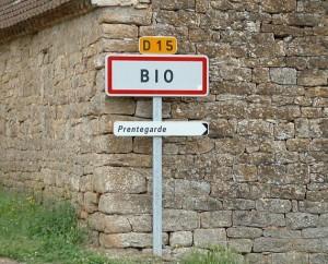 Panneau du village de Bio