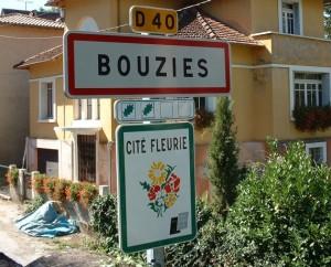 Panneau du village de Bouzies