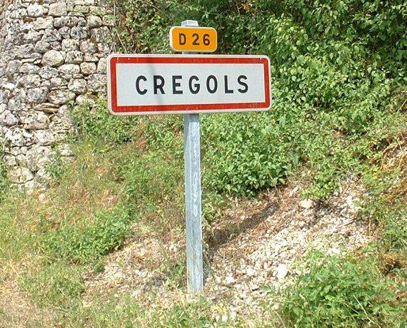 panneau du village de Crégols dans le Lot