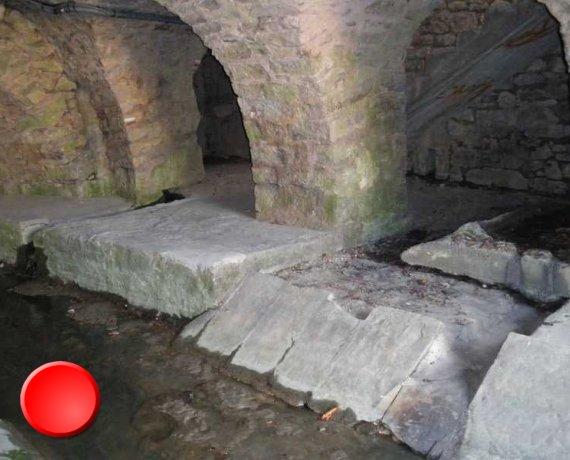 Lavoir tunnel à Douelle dans le Lot