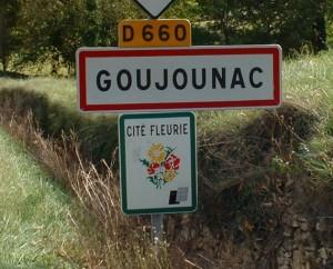 Panneau du village de Goujounac dans le Lot