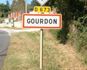 Panneau de la ville de Gourdon dans le Lot