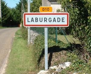 Panneau du village de Laburgade dans le Lot