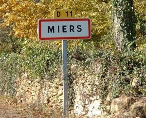 Panneau du village de Miers dans le Lot