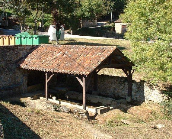 Lavoir à Saint-Jean-Lespinasse dans le Lot