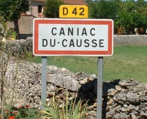 Panneau du village de Caniac-du-Causse dans le Lot