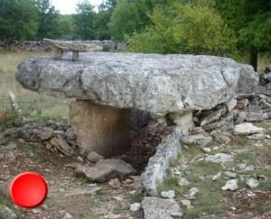Dolmen de l'Igue de Planagrèze à Caniac-du-Causse dans le Lot